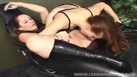 Coups de langue au bureau avec Mistress Gemini