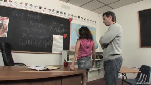 Renae Cruz déglinguée généreusement en salle de classe