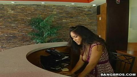 Jessica Bangkok dans l'ascenseur !