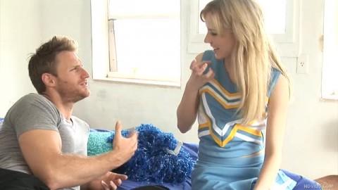 Kelly Klass une pompom girl qui aime la bite