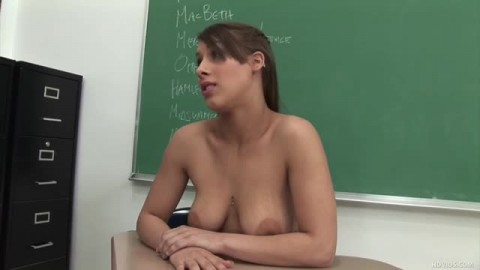 Natasha Vega baisée sur le bureau