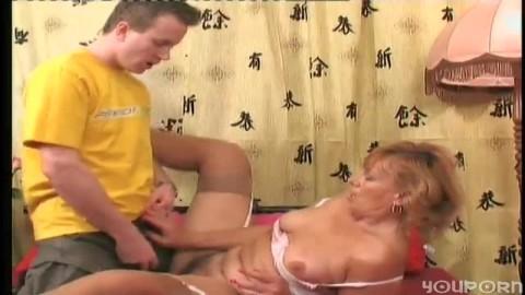 salope mature baise avec un jeune