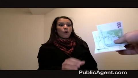 Etudiante espagnole se fait défoncer dans un couloir