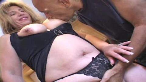 La grosse Monique prise dans la cuisine