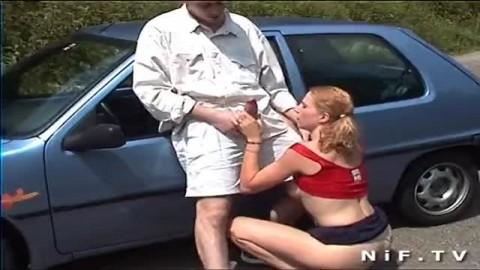 Blonde sodomisé dans la voiture sur parking public